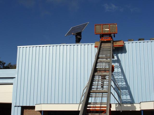 De pv installatie komt op een plat dak