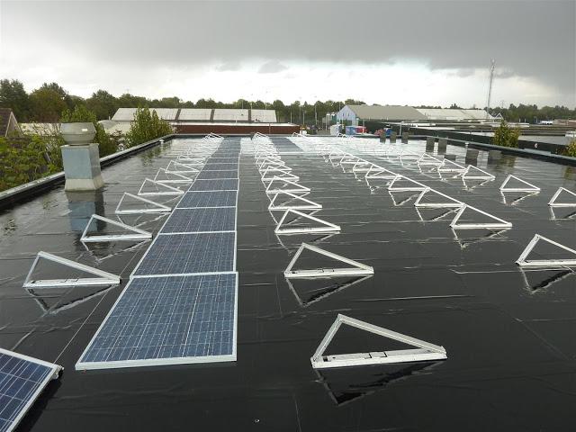 Monteren van zonnepanelen plat dak | opbrengst zonnepanelen
