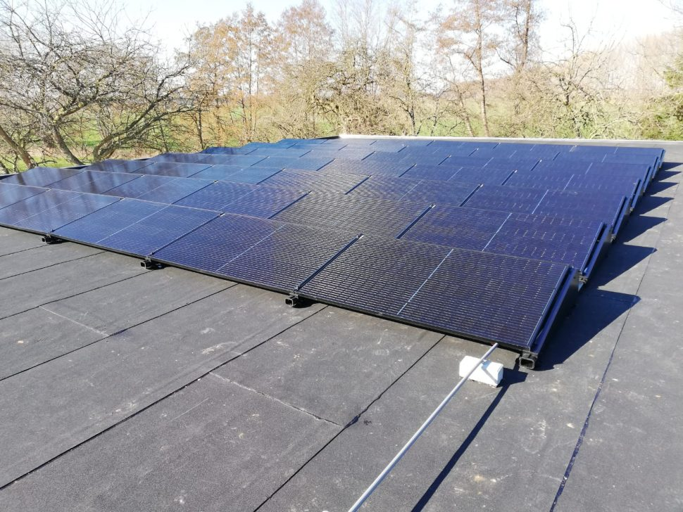 Qcells zonnepanelen en 2x Loria warmtepomp in Lochem