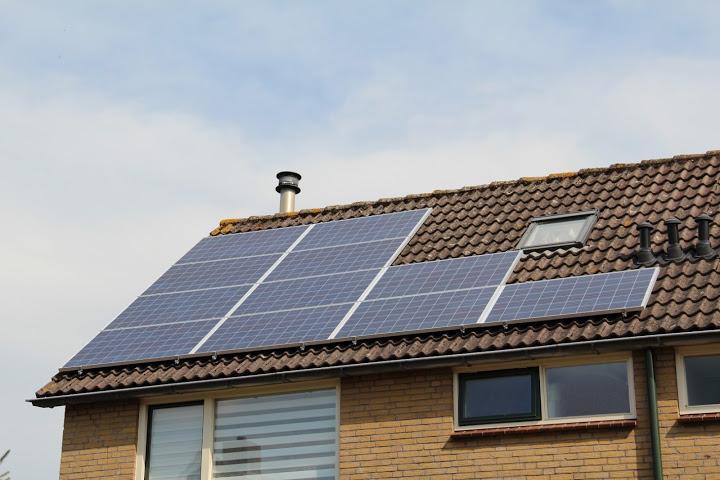22 zonnepanelen op oost-west dak in Enter