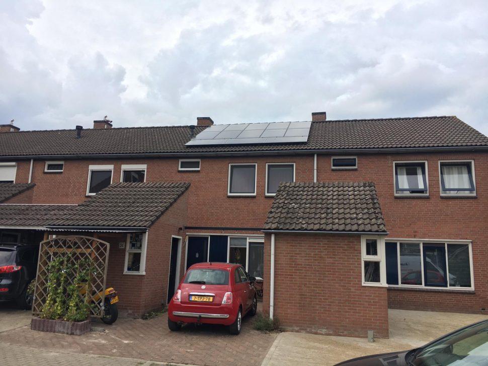 Jinko zonnepanelen op woning in Nijverdal